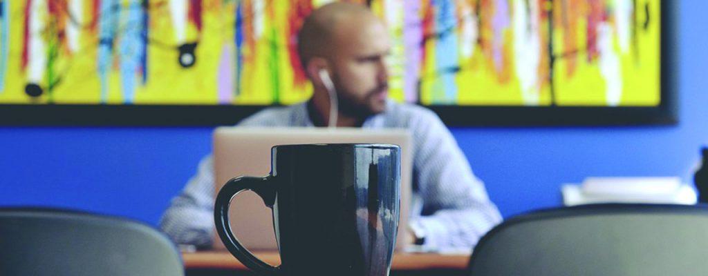 La musique au travail : bon pour la QVT et le bien-être ?