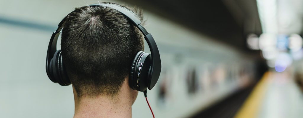 La musique au travail : les millenials et la génération Y