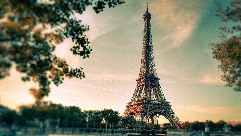 Louer un bureau en centre d'affaires à Paris : la ville Lumière
