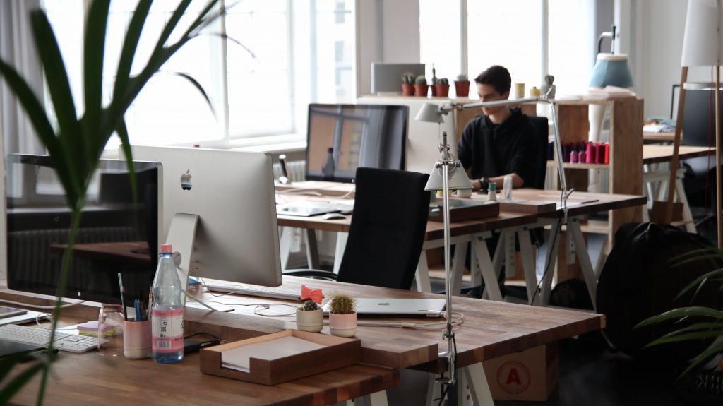 Louer un espace indépendant : différent du coworking / centre d'affaires
