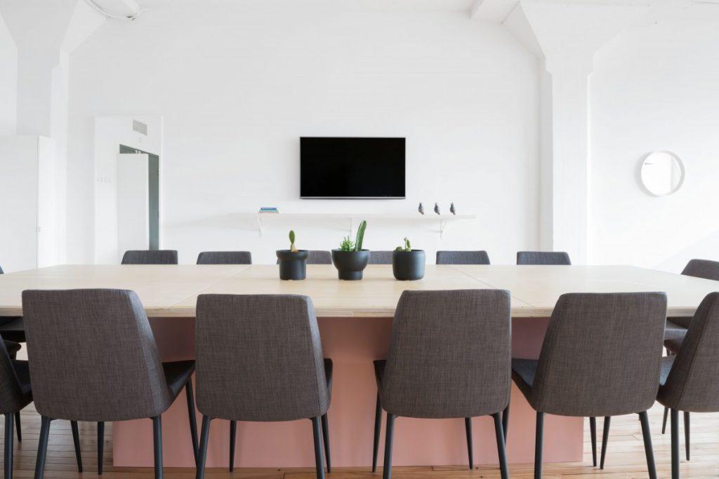 Louer un espace indépendant : la salle de réunion