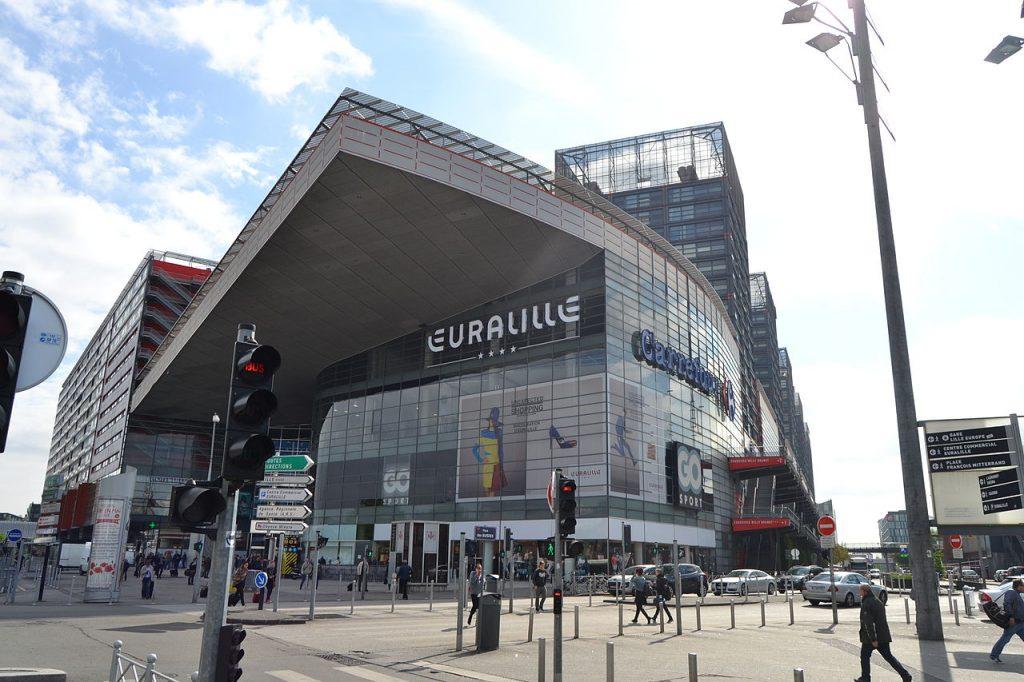 Parvis du centre  commercial d'Euralille
